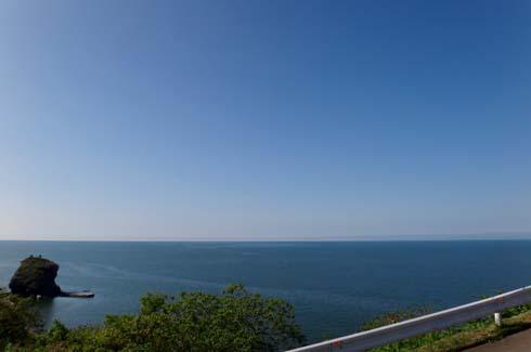 穏やかな海に晴れ上がった空。