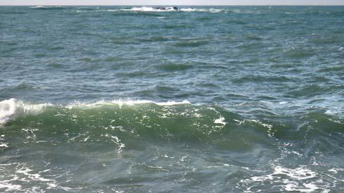 いかにも日本海っつー海の色だと思ってます。
